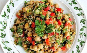 Insalata di quinoa, olive e ceci