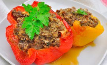 Peperoni con carne e salsiccia