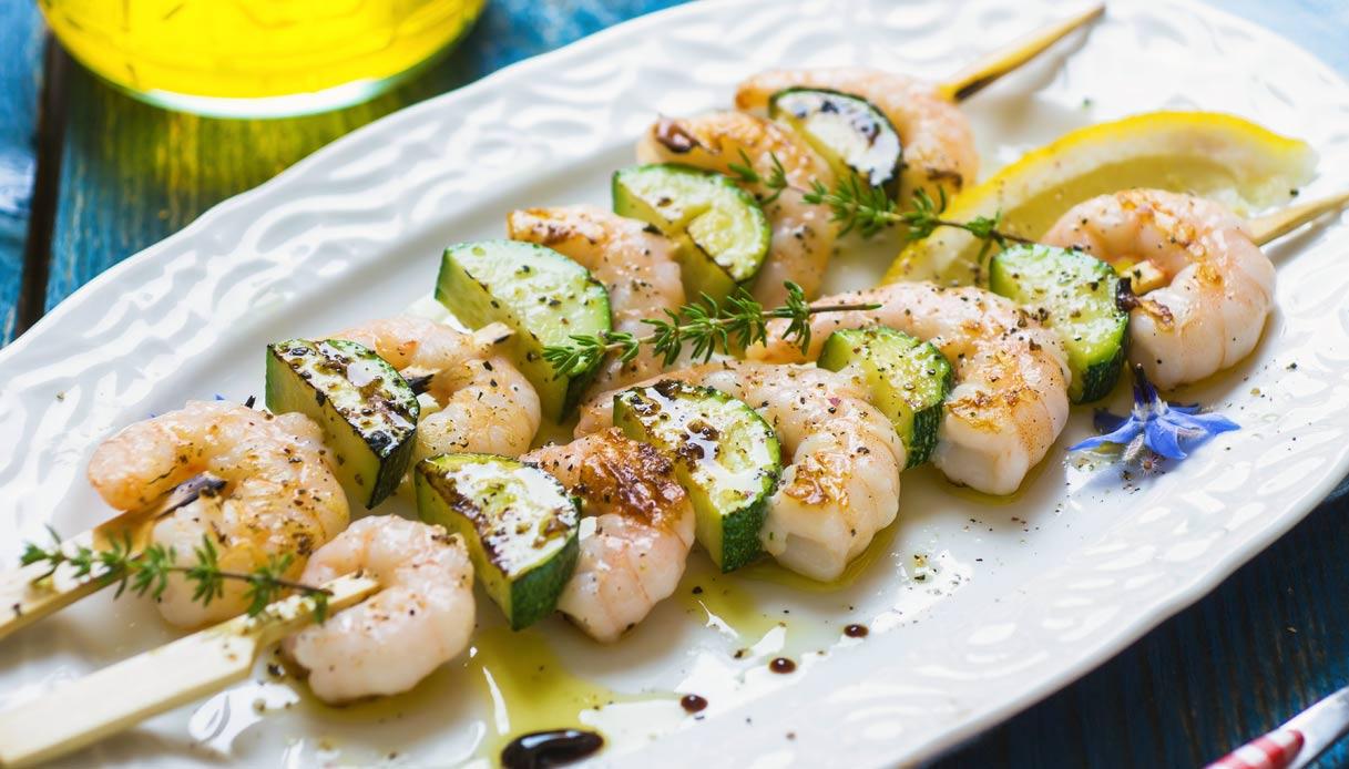 Spiedini di gamberi e zucchine gratinati al forno