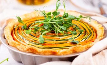 Torta a spirale con ricotta, melanzane, zucchine e carote