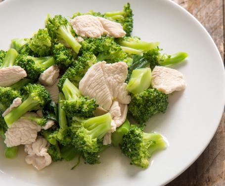 Bocconcini di pollo con broccoletti