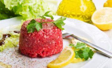 Carne cruda di fassone battuta al coltello