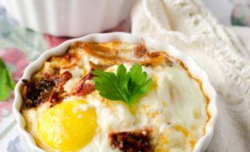 Cocotte di uova e formaggio