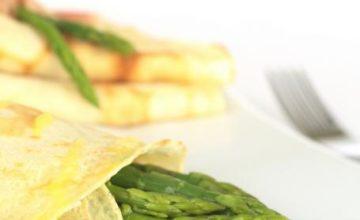 Crêpes salate agli asparagi