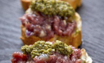 Crostini di tartare e salsa verde