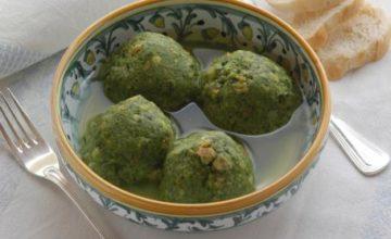 Gnocchi verdi in brodo di carne