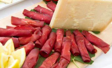 Involtini di bresaola con crema di Parmigiano