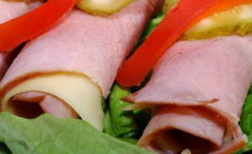 Involtini di prosciutto con cetrioli