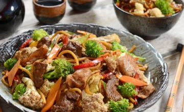 Noodles con carne e verdure