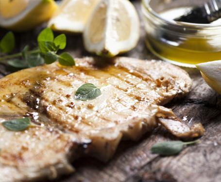 Pesce spada con salsina di origano e peperoncino
