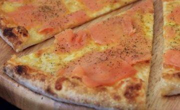 Pizza salmone e mozzarella