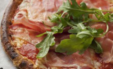 Pizza senza glutine con prosciutto