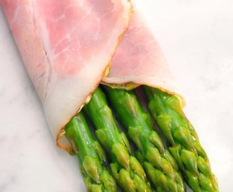 Rotolini di prosciutto cotto con asparagi