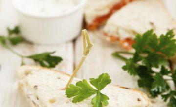Sandwich al salmone e formaggio