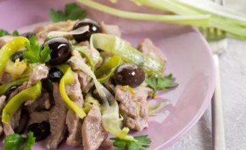 Straccetti di vitello con sedano e olive