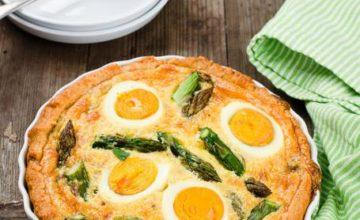 Torta salata con asparagi e uova