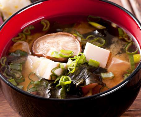 Zuppa di miso con funghi