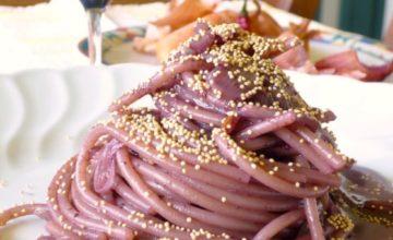 Spaghetti all'aglianico con semi d'amaranto