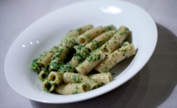 Rigatoni integrali e pesto fresco