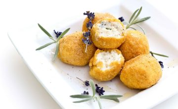 Boule di mais al formaggio con lavanda e miele