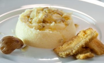 Polentina bianca con scaglie di castagne cotte e porcini fritti
