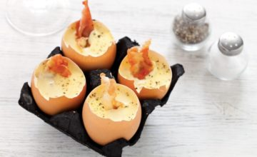 Uova ripiene di crema inglese salata