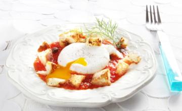 Uovo poché al pomodoro e finocchietto