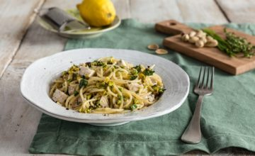 Pasta con pesce spada, pistacchi e scorza di limone