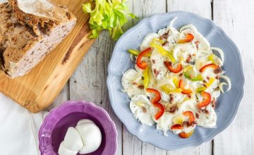 Carpaccio di mozzarella con peperoni e acciughe