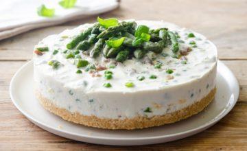 Cheesecake salata con asparagi e robiola
