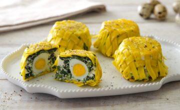 Tortini di tagliatelle intrecciate con ricotta, spinaci e uova