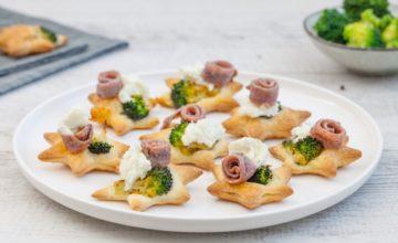 Stelline di pasta sfoglia con broccoli, bufala e acciughe