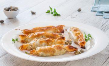Caramelle di pasta fillo ripiene di palamita, capperi e olive