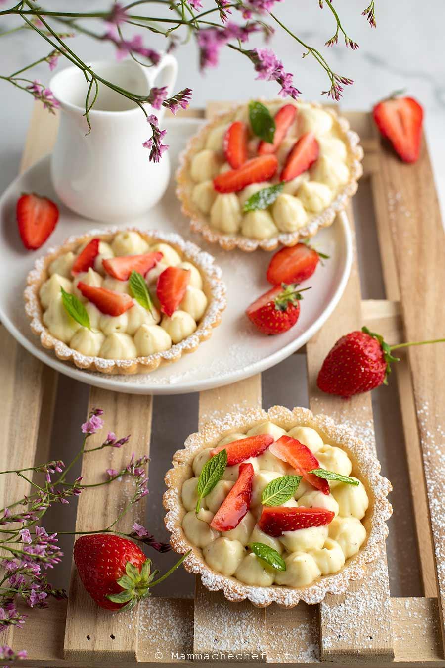 Crostatine alle fragole e crema pasticcera