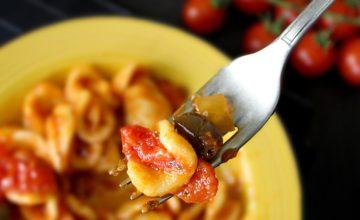Orecchiette con pomodorini e olive taggiasche